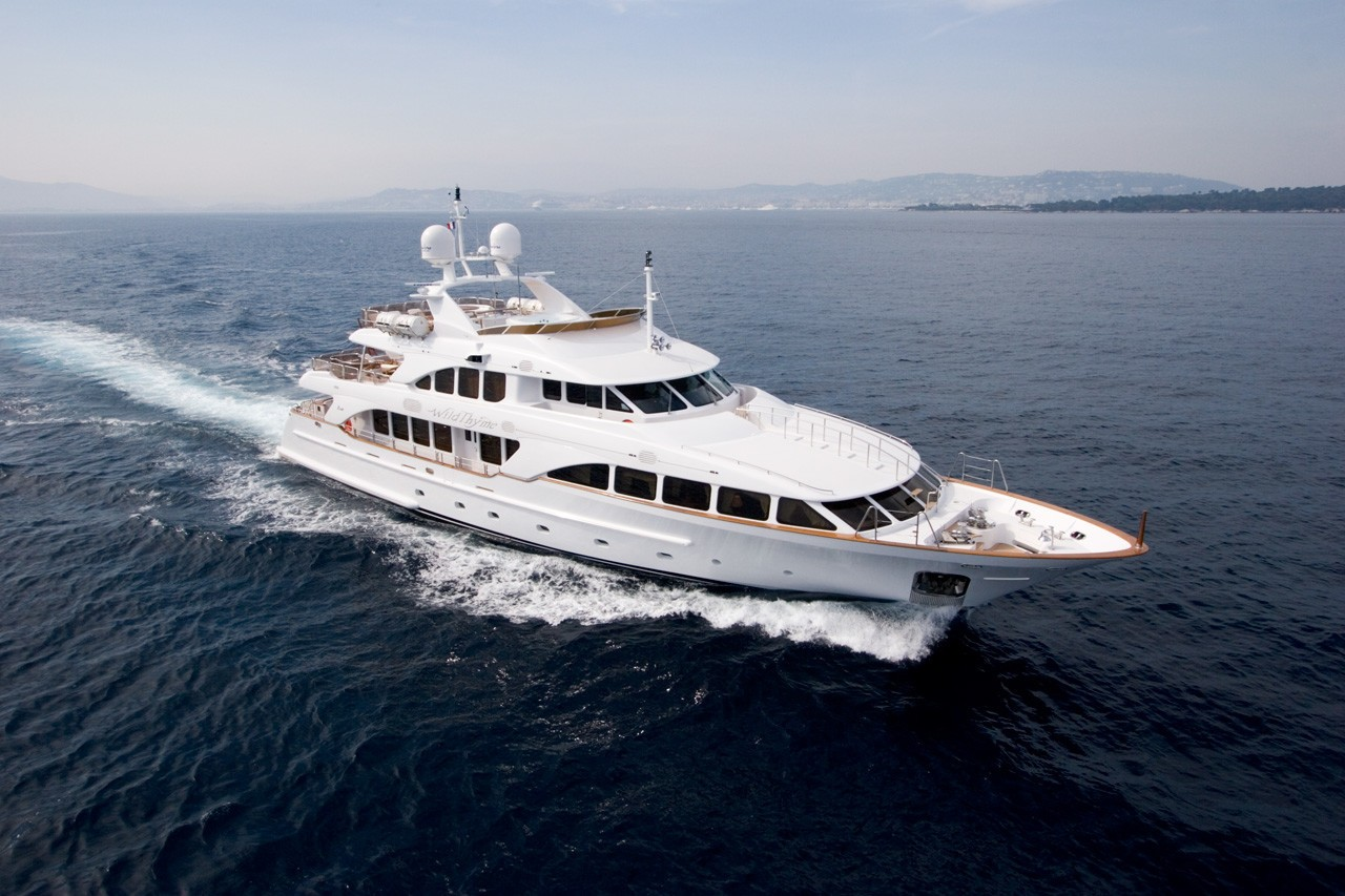 Cruising On Board Yacht WILD THYME