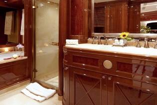 Bath Aboard Yacht WILD THYME