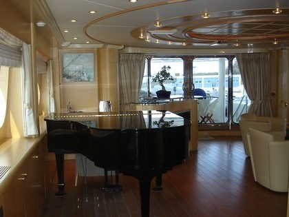Music Piano: Yacht BLUE BREEZE's Top Saloon Image