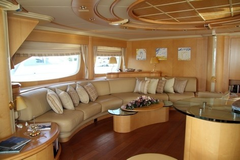 Sitting: Yacht BLUE BREEZE's Top Saloon Pictured