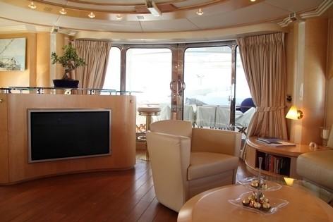 Top Saloon On Board Yacht BLUE BREEZE