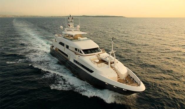Cruising On Yacht LADY LEILA