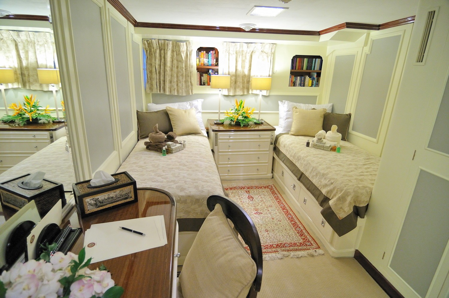 Twin Bed Cabin Aboard Yacht CALISTO
