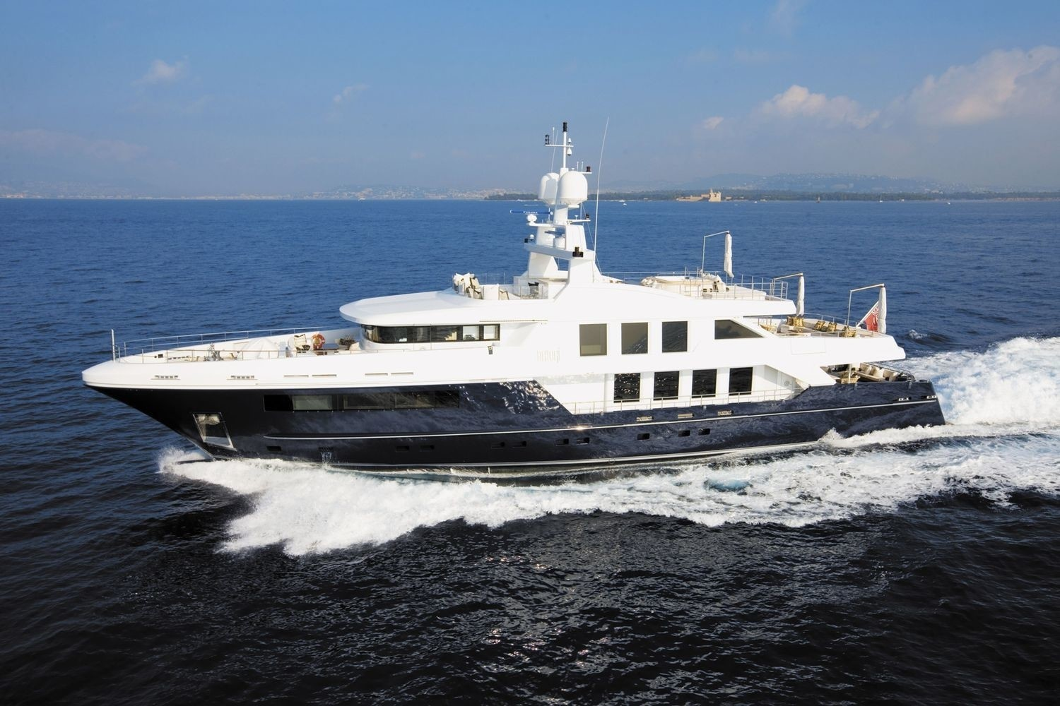 Overview: Yacht CLICIA's Cruising Photograph