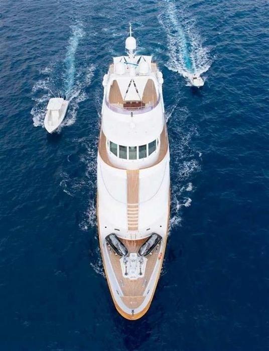 The 42m Yacht DE DE