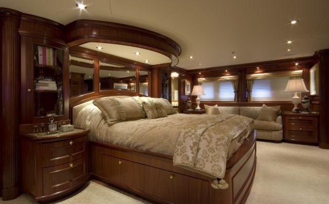Profile Aspect: Yacht PENNY MAE's Main Master Cabin Captured