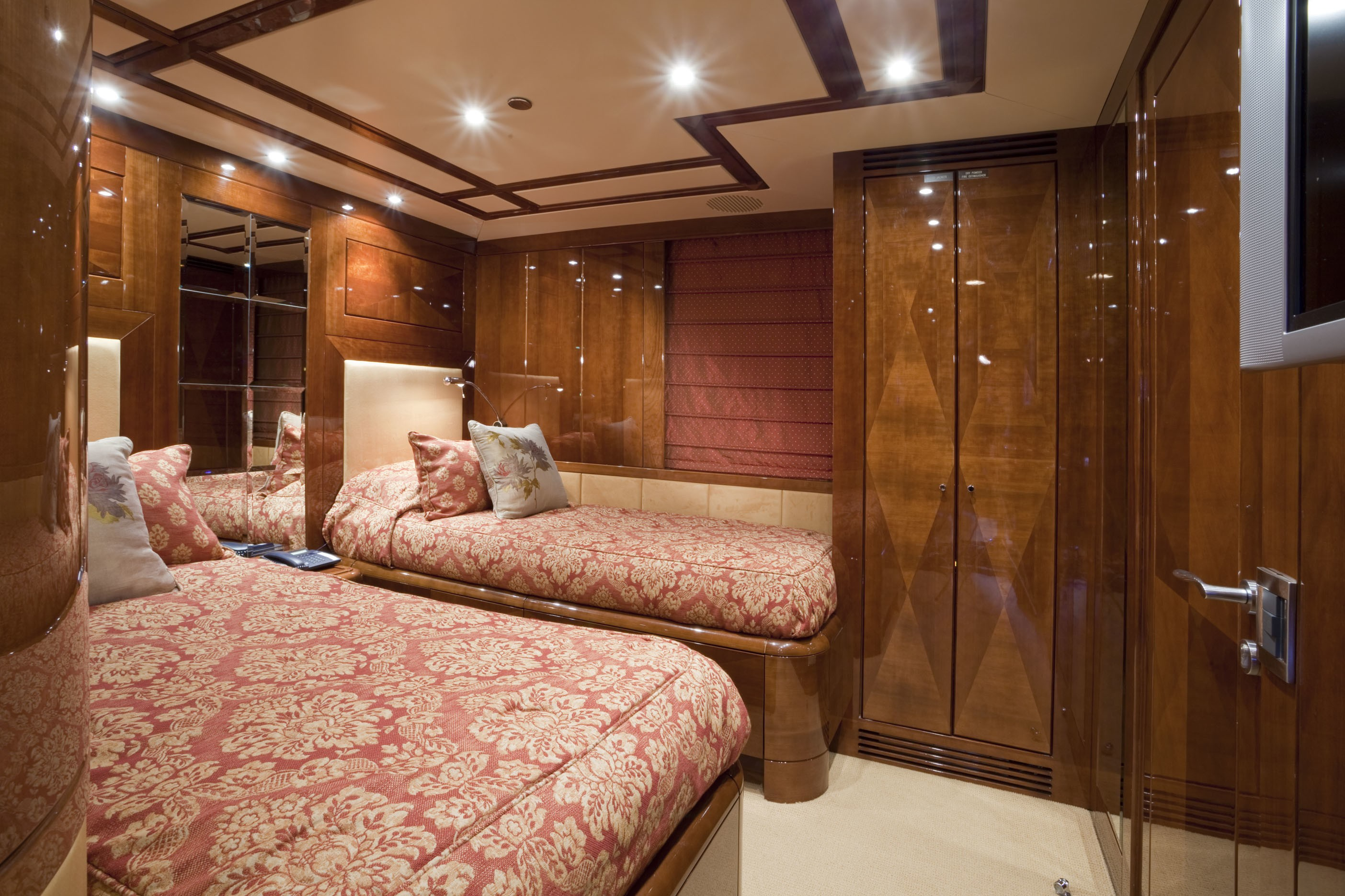 Twin Bed Cabin On Yacht COCO VIENTE
