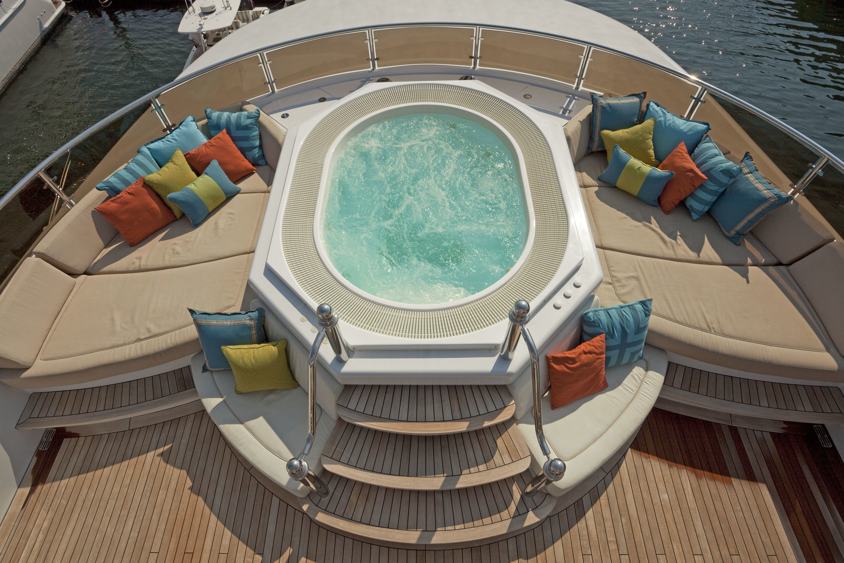 Jacuzzi Pool On Yacht COCO VIENTE