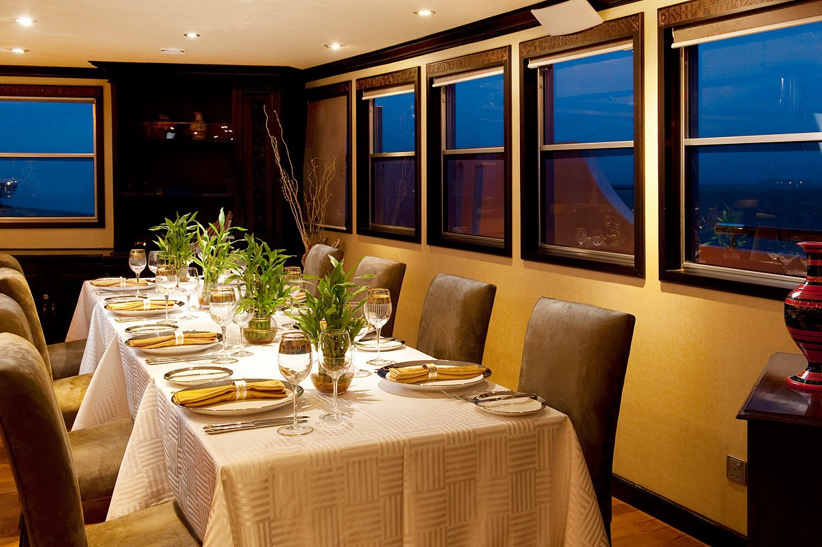 Eating/dining Furniture Aboard Yacht DHAAINKAN'BAA