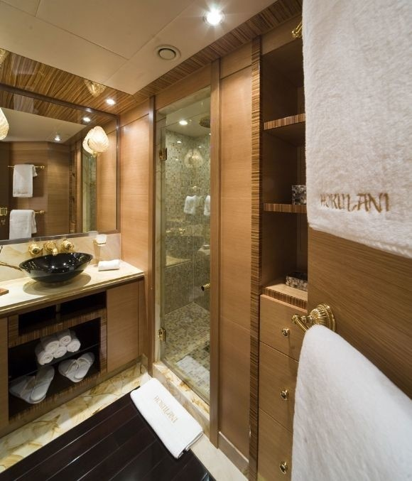 Twin Bed Bath On Board Yacht HOKULANI