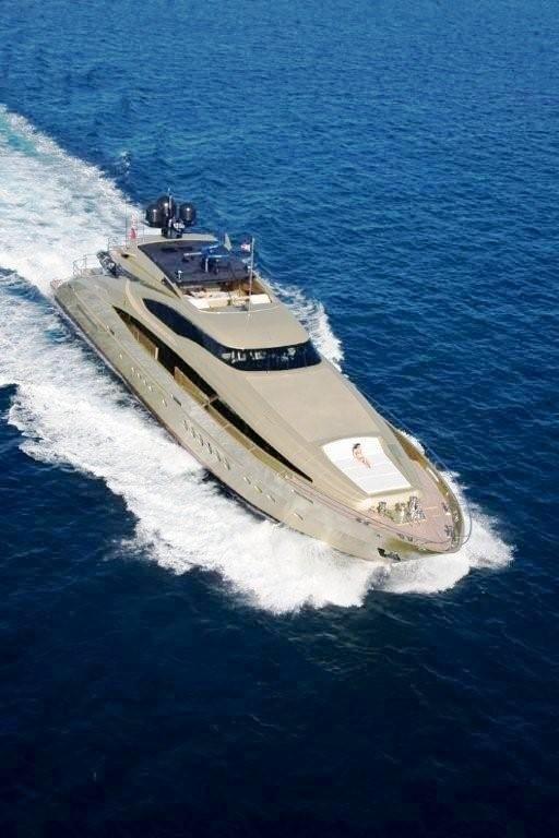 Forward Aspect: Yacht HOKULANI's Cruising Image
