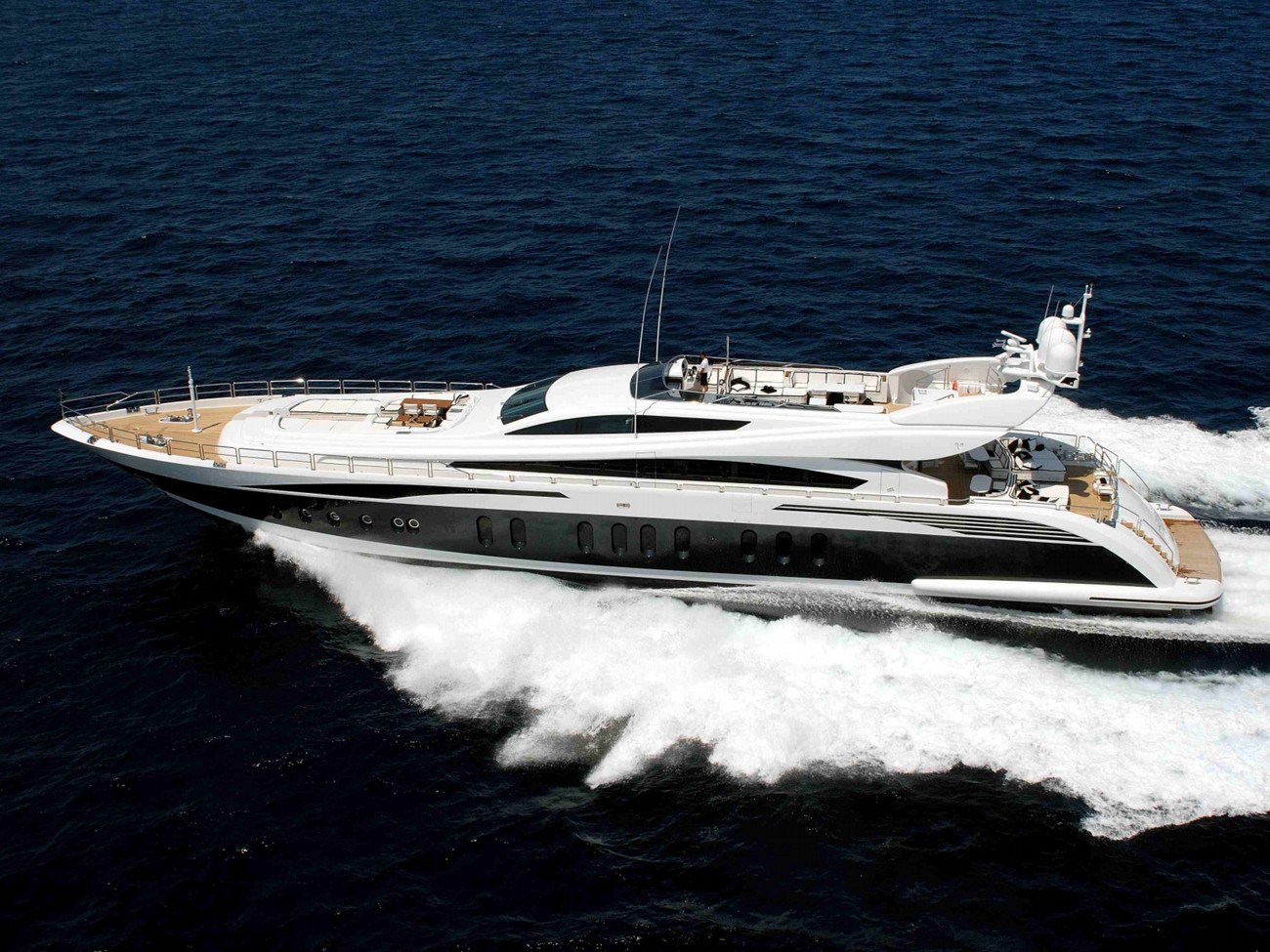 Cruising Aboard Yacht PURE ONE