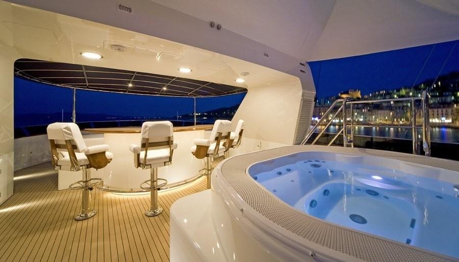 Jacuzzi Pool On Yacht BLU 470
