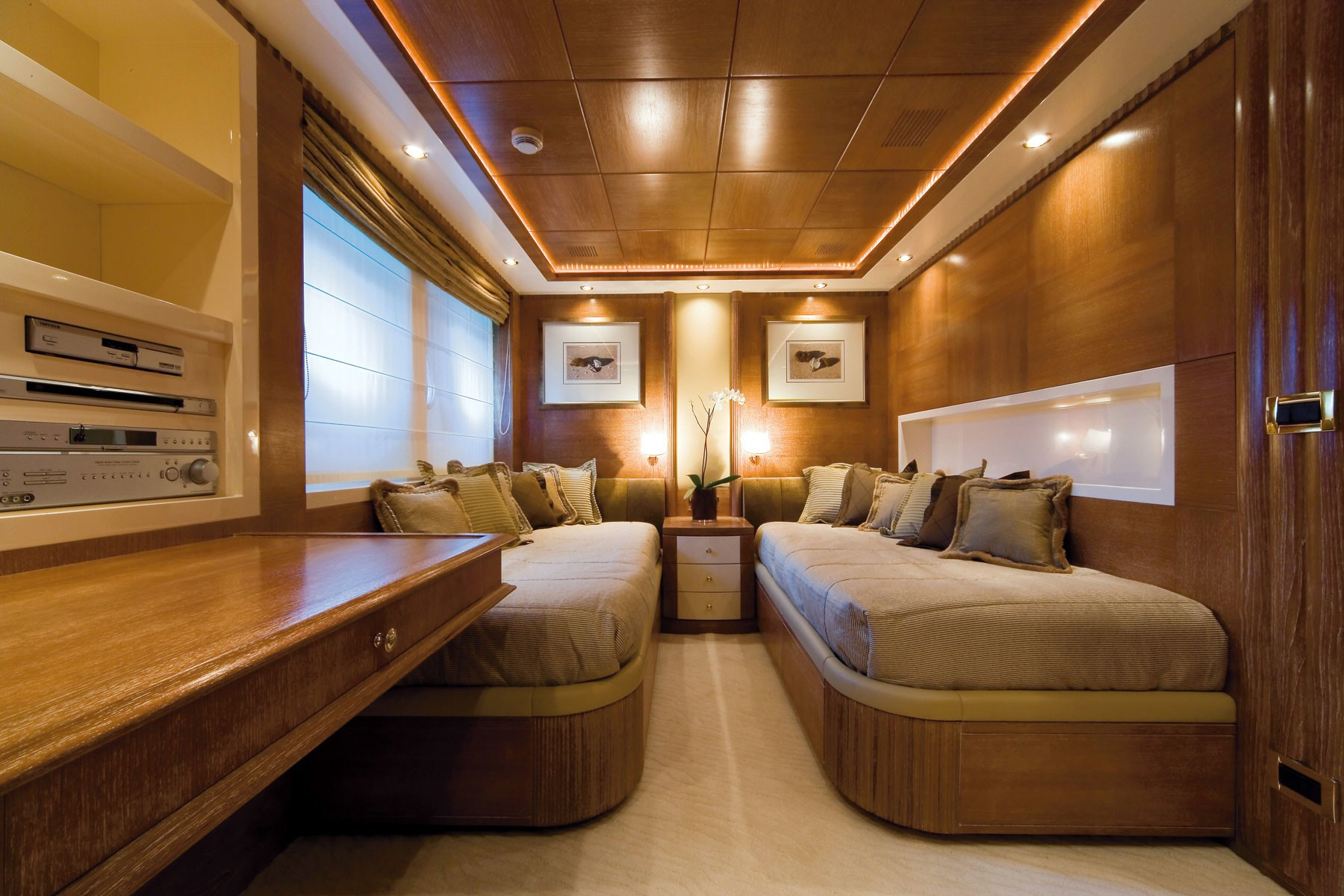 Profile: Yacht O'CEANOS's Twin Bed Cabin Image