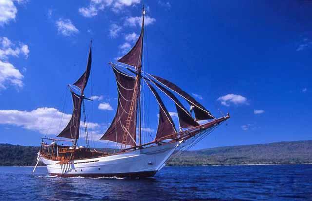Profile Aspect On Yacht SILOLONA