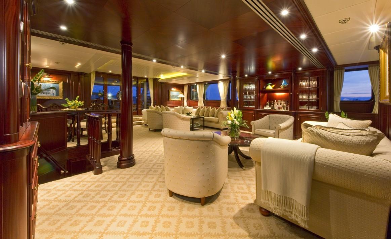 Profile: Yacht LEGEND's Premier Saloon Image