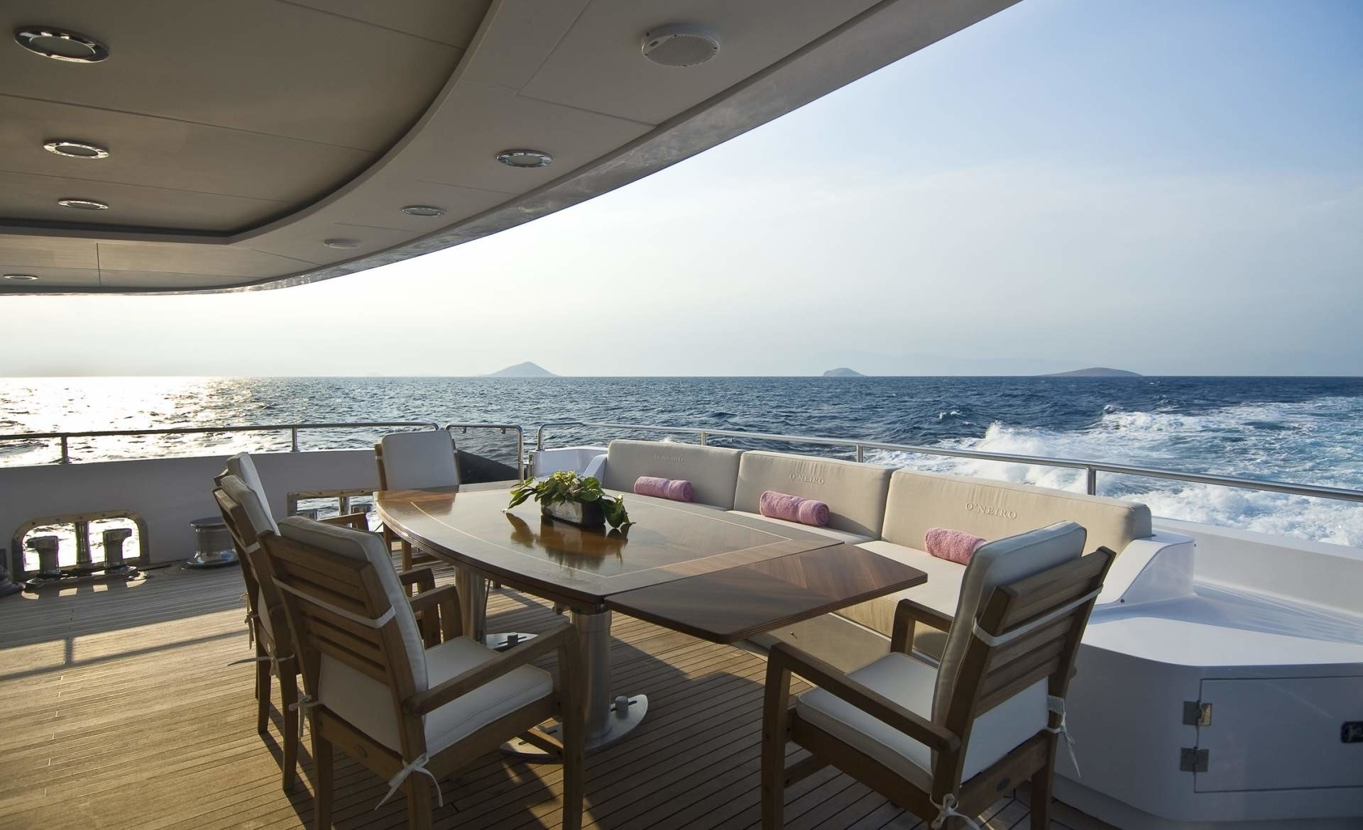 Eating/dining: Yacht O'NEIRO's Aft Deck Captured