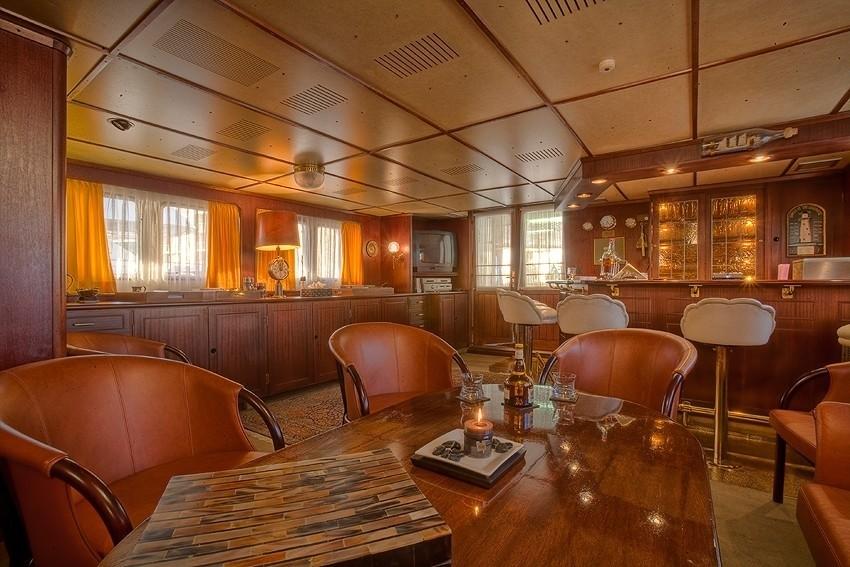 Saloon Aboard Yacht SANSSOUCI STAR