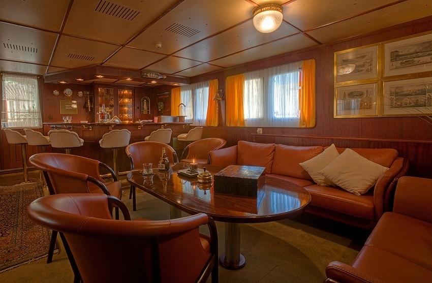 Saloon Sitting On Yacht SANSSOUCI STAR