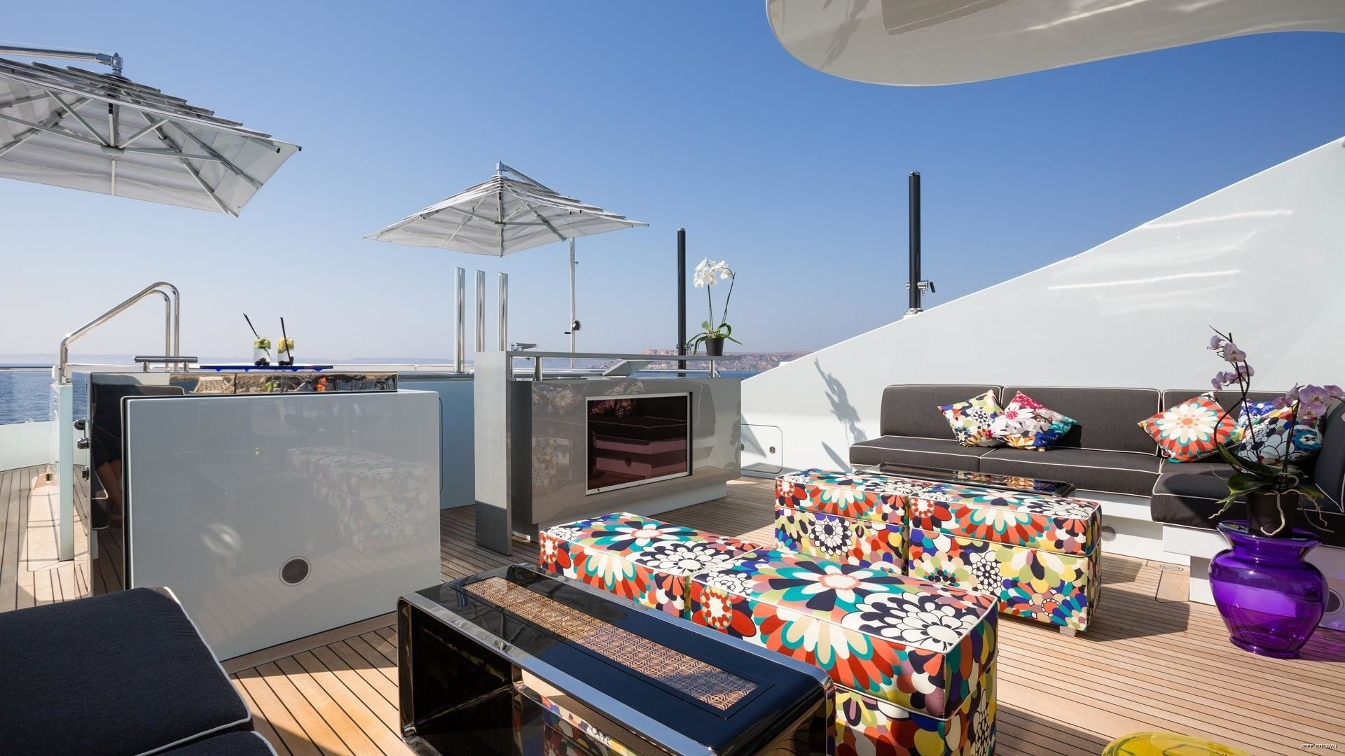 sun deck bar and seating area