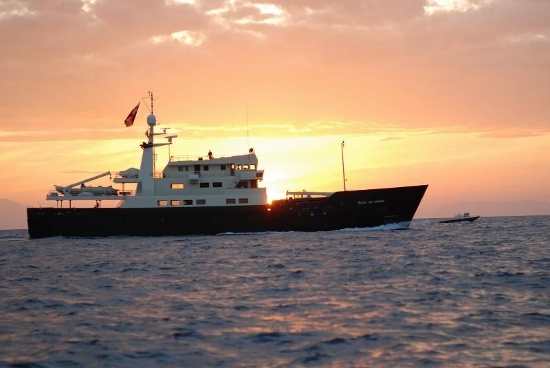 Sunset Dusk: Yacht BLEU DE NIMES's Premier Overview Pictured
