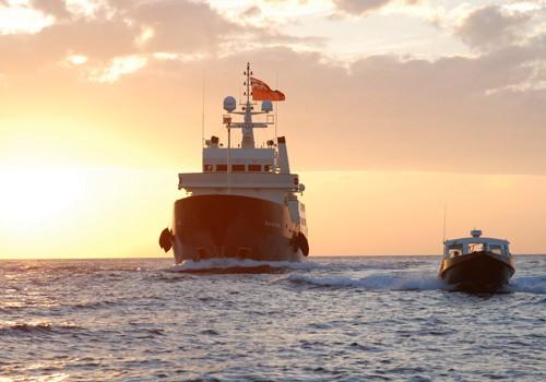 Towable: Yacht BLEU DE NIMES's Aft Overview Photograph