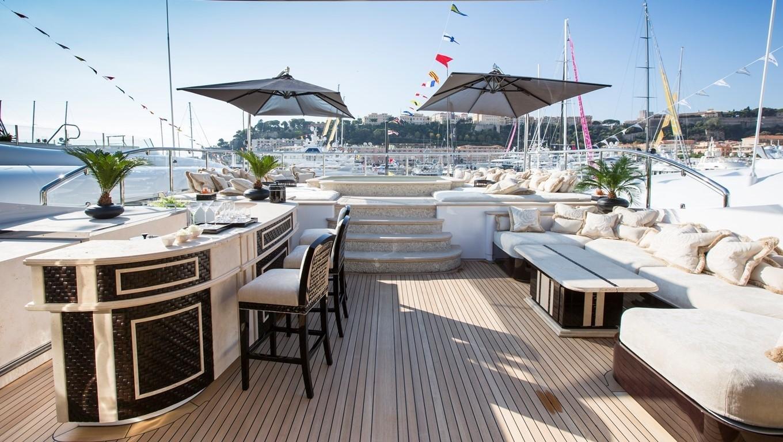 sun deck Jacuzzi and bar