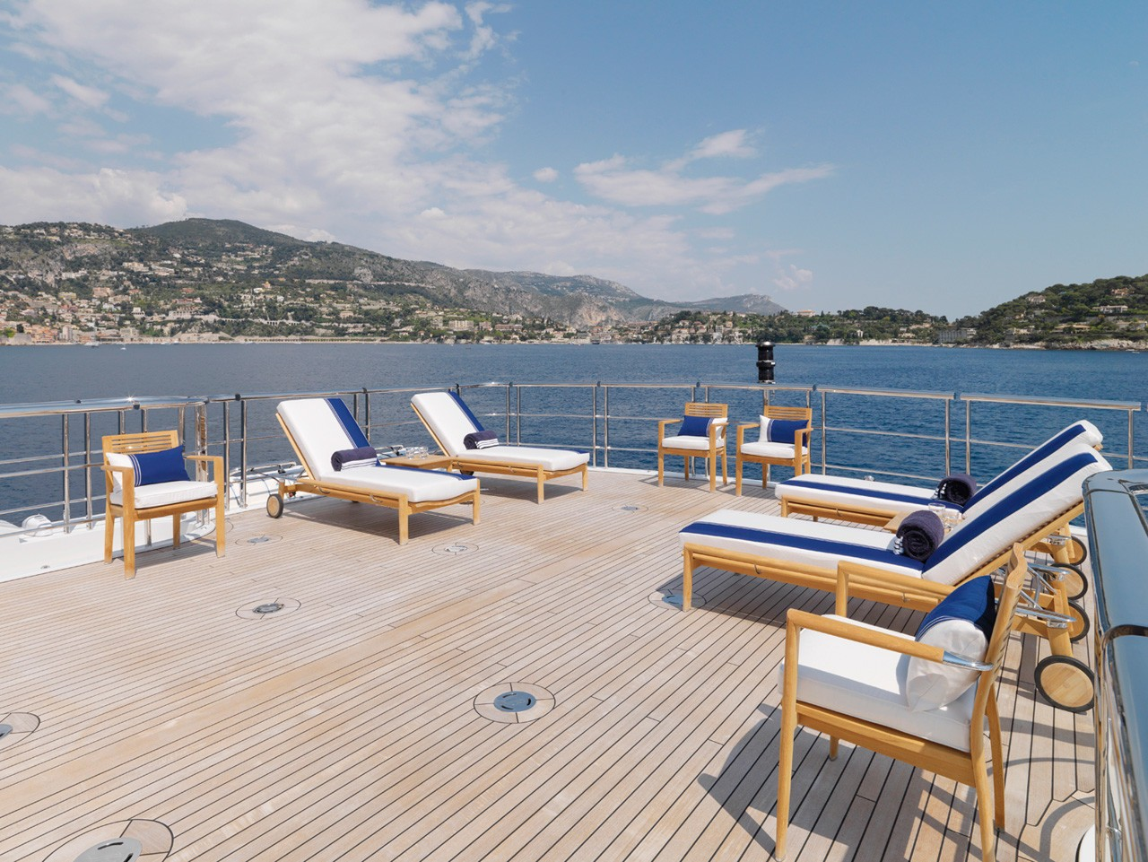 spacious sundeck area for sunbathing or relaxing
