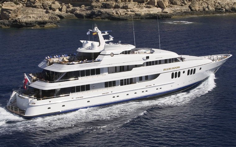 Cruising On Board Yacht BLUE MOON