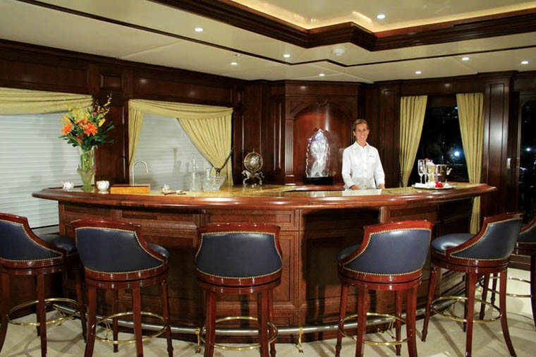 The 60m Yacht MUSTIQUE