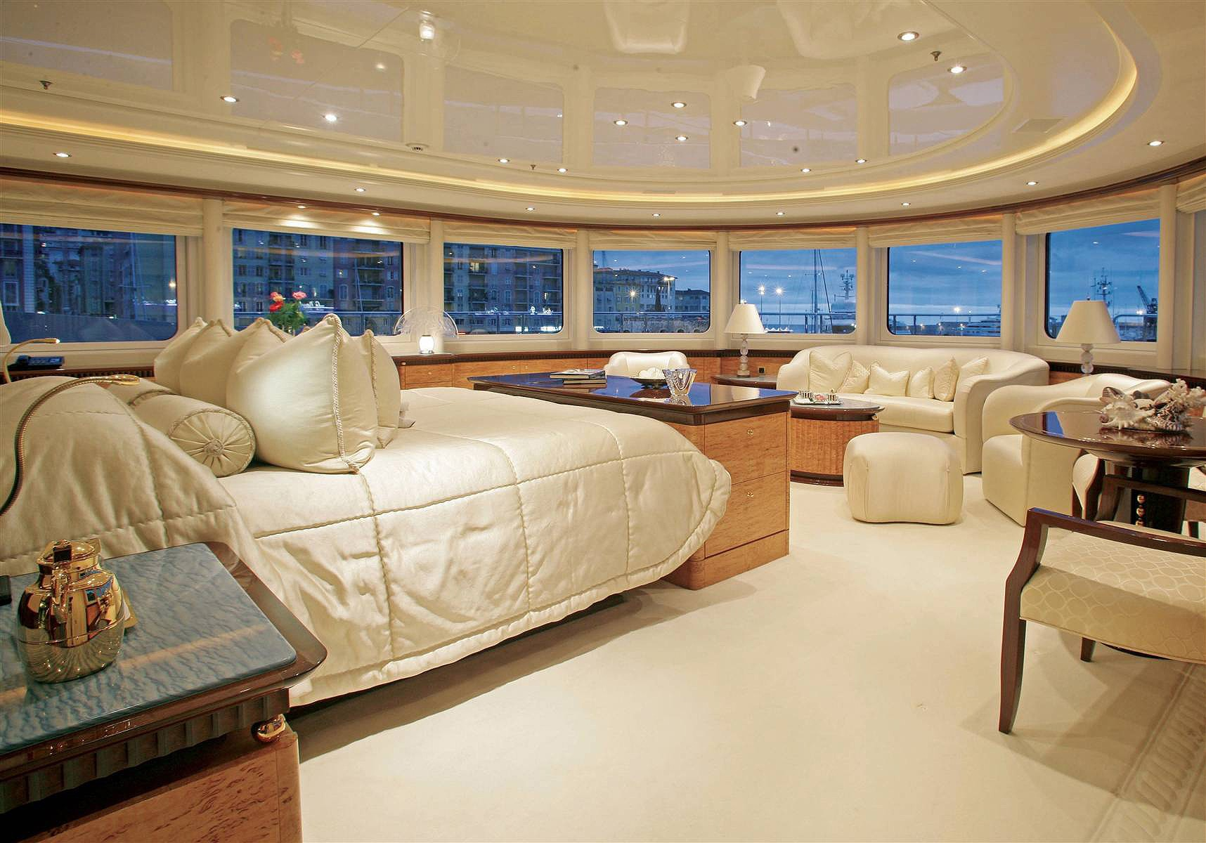 Extensive Aspect: Yacht LUCKY LADY's Main Master Cabin Captured