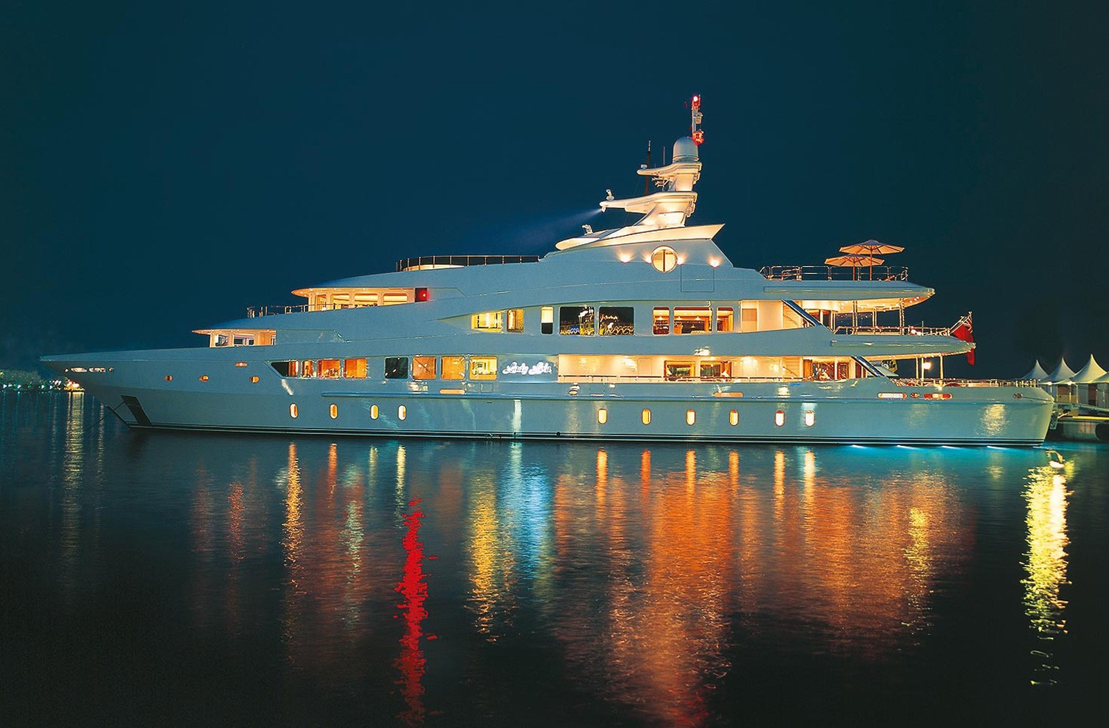 Evening: Yacht LUCKY LADY's Profile Overview Captured