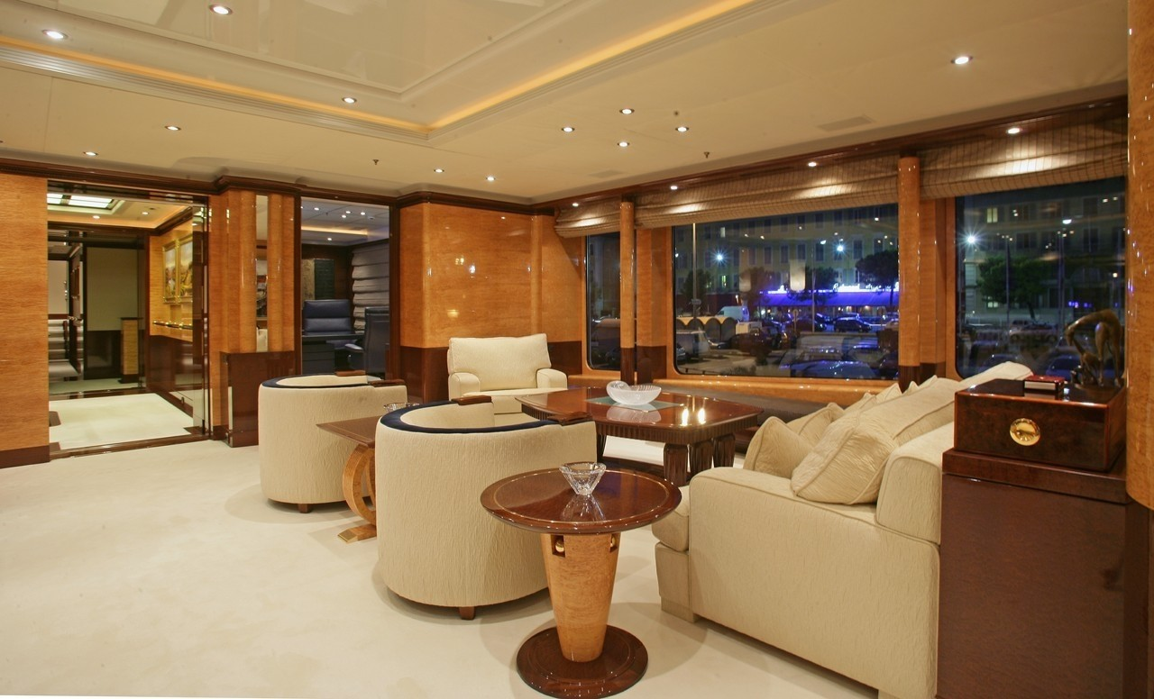Personal Saloon Fore: Yacht LUCKY LADY's Main Master Cabin Image