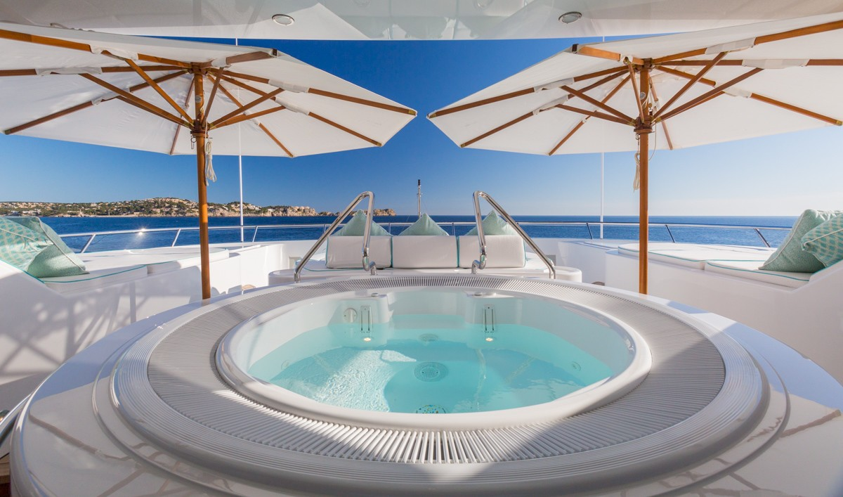 Onboard Jacuzzi pool