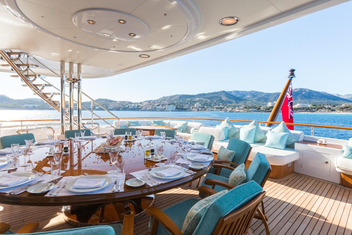 alfresco dining on the bridge deck