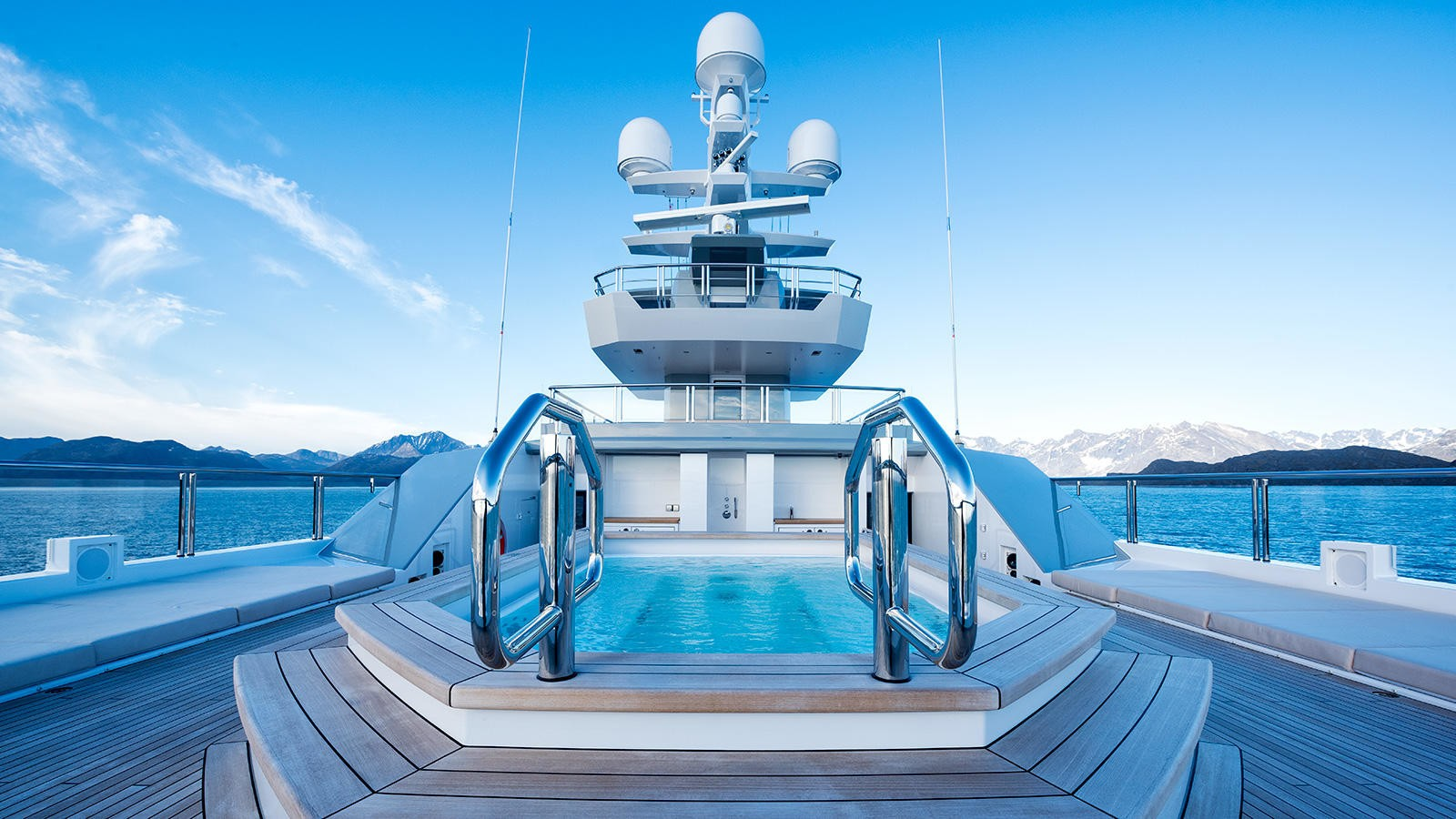 Life On Board Yacht CLOUDBREAK