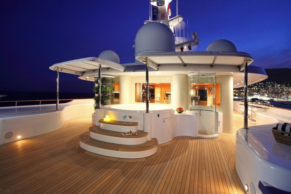 Sundeck with Jacuzzi Pool