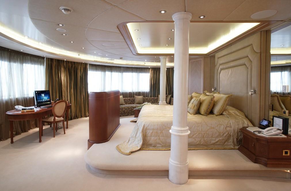Main Master Suite On Board Yacht MOONLIGHT II