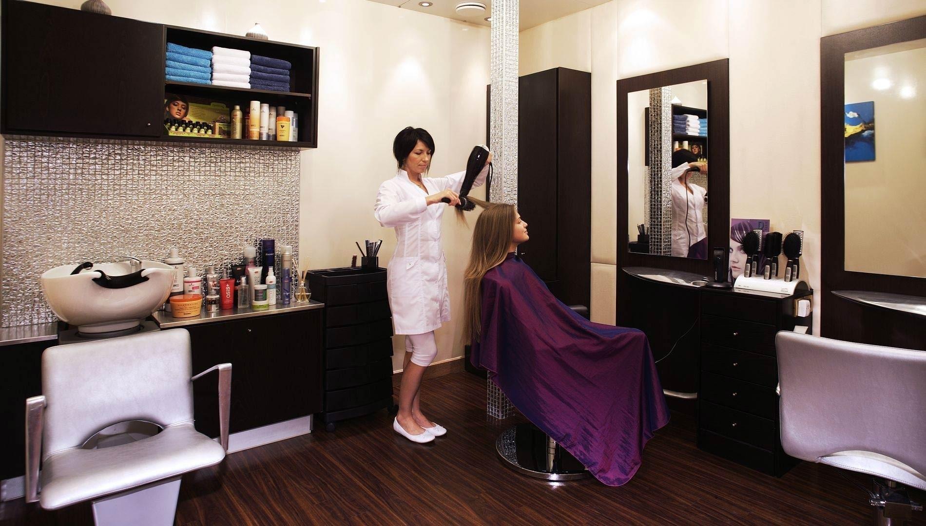 Hairdressers Aboard Yacht MOONLIGHT II