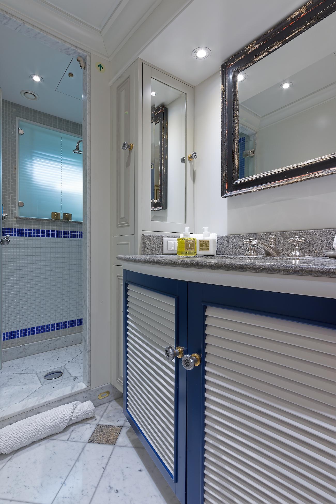 Double Guest Ensuite Bathroom