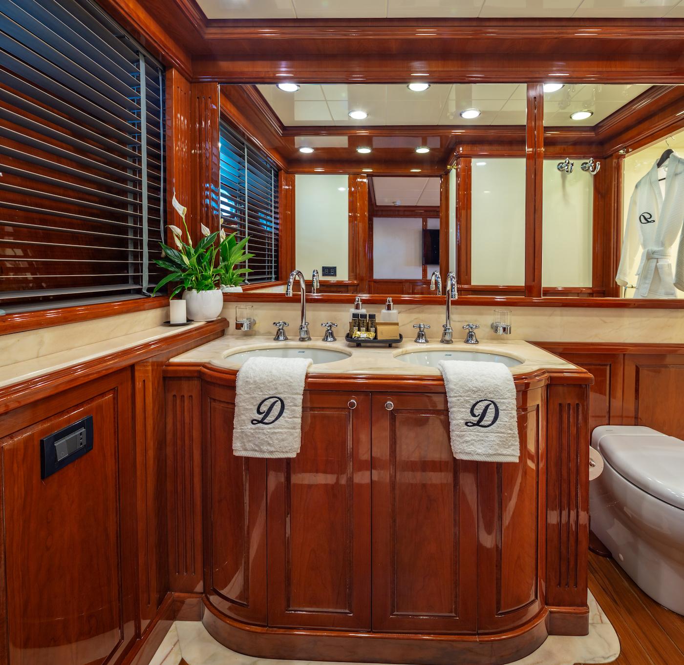 Twin Cabin Ensuite Bathroom