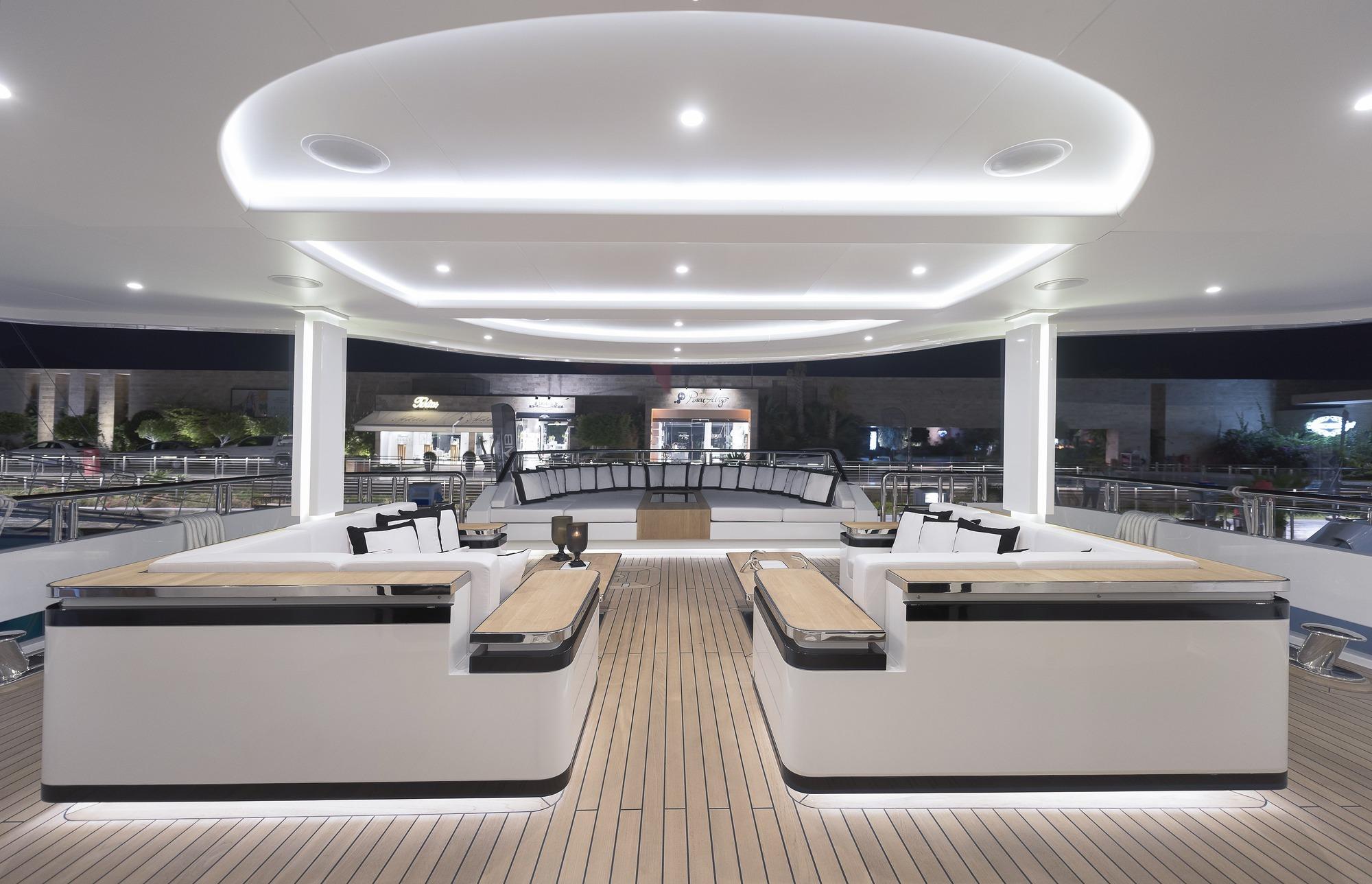 Motor Yacht LIQUID SKY By CMB Yachts - Sundeck