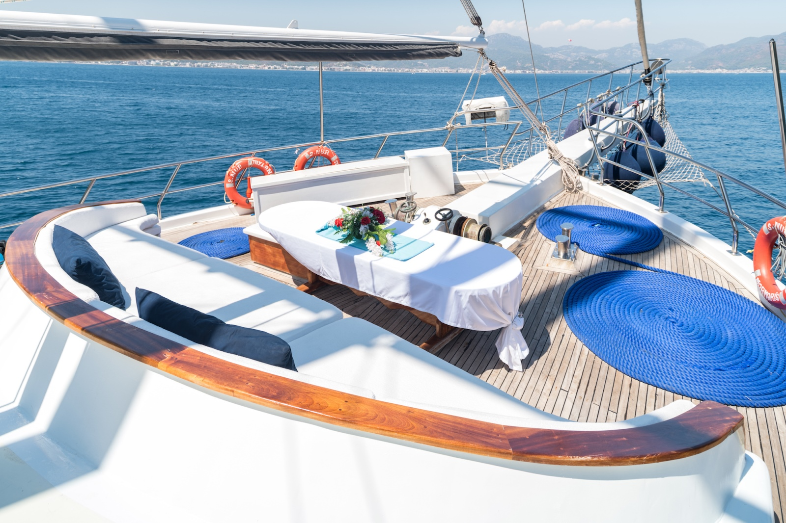Foredeck Dining
