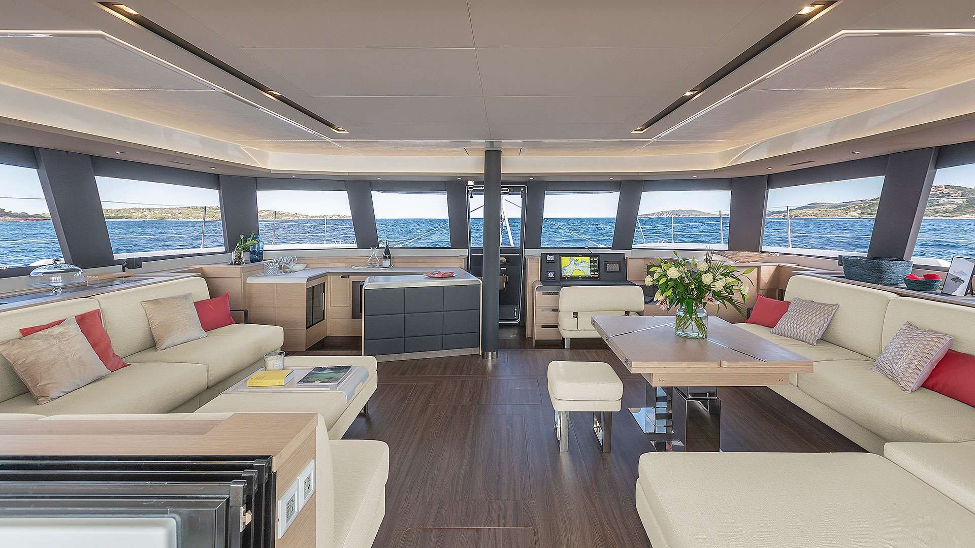 Saloon With Dining Area - sistership