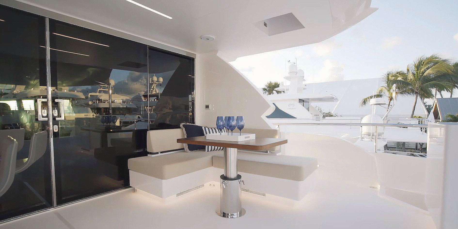 AQUA LIFE Exterior - Upper Deck