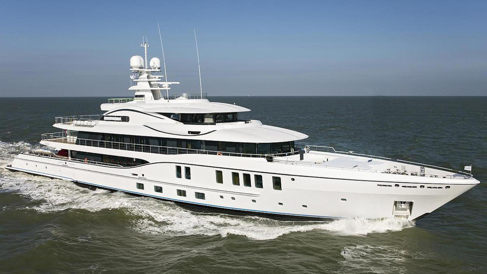 Amels Limited Edition 242 - Bow Profile Underway