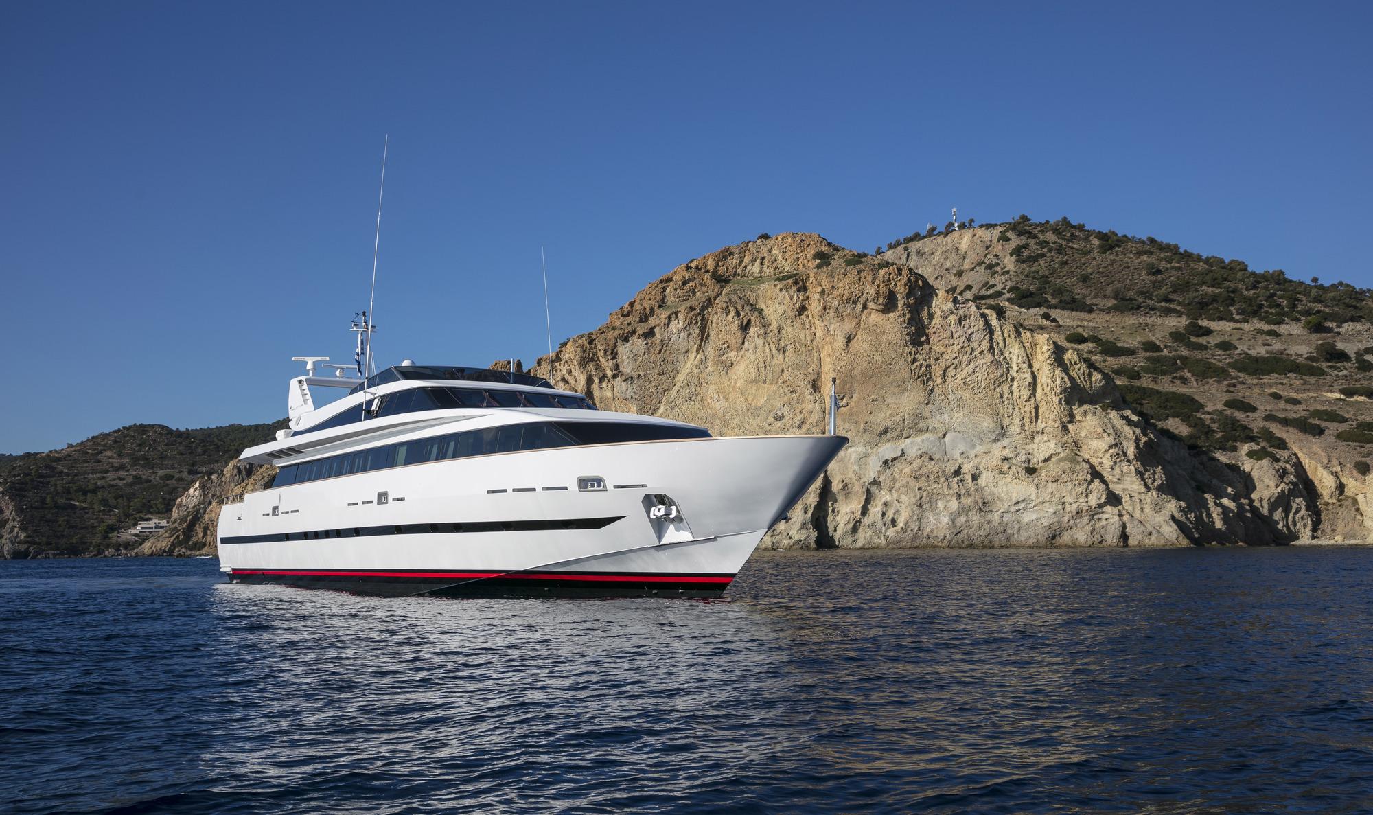Baglietto Motor Yacht SOLE DI MARE - Bow View