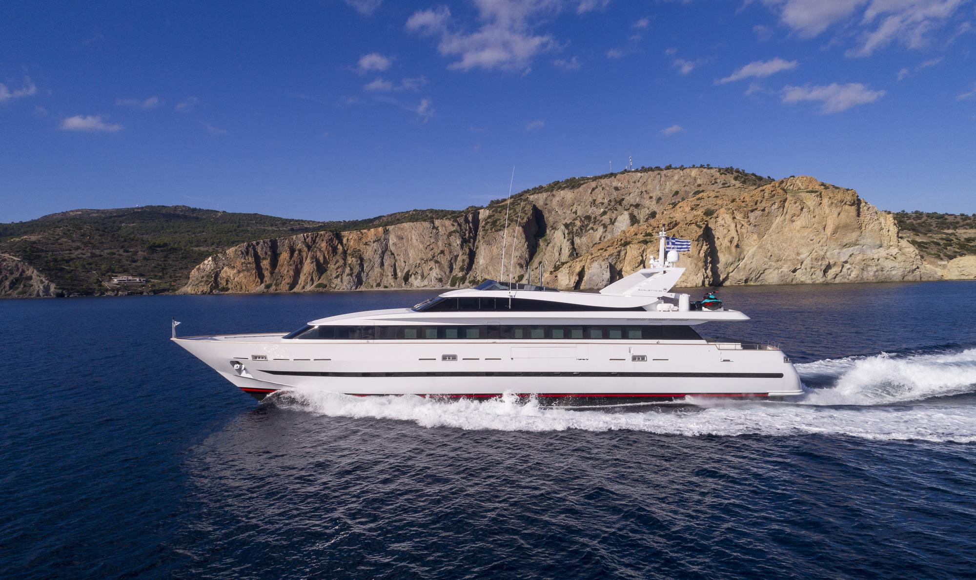 Baglietto Motor Yacht SOLE DI MARE - Profile View Running
