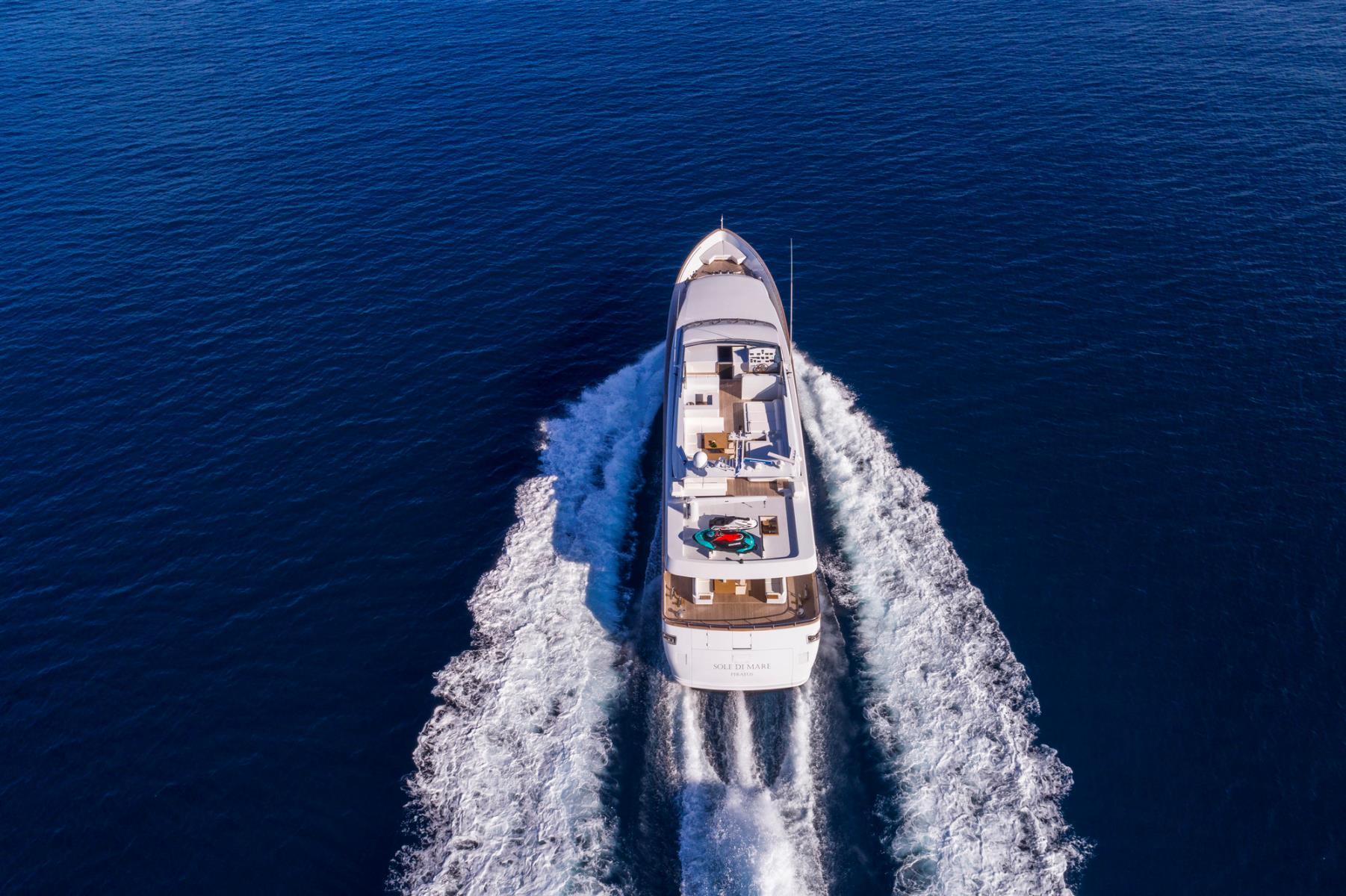 Baglietto Motor Yacht SOLE DI MARE - Stern View While Cruising