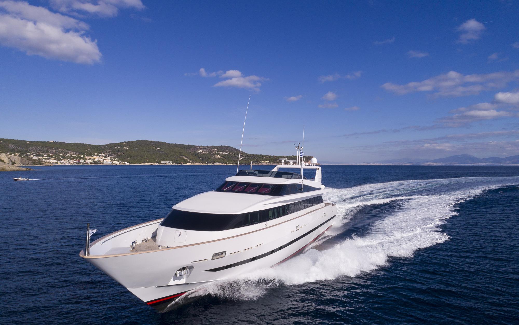 Baglietto Motor Yacht SOLE DI MARE - Underway